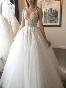 2018 Fashion Gergeous Ball Gown V Neck Backless Applique White Long Wedding Dresses