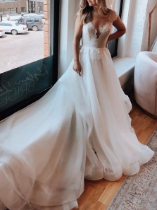 Princess A-Line V Neck Cap Sleeve White Tulle Wedding Dresses with Lace Appliques