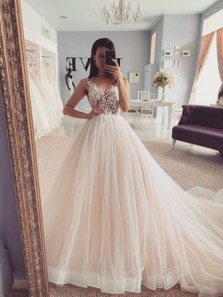 Ball Gown V Neck Ivory Tulle Wedding Dresses with Appliques,Bridal Gown