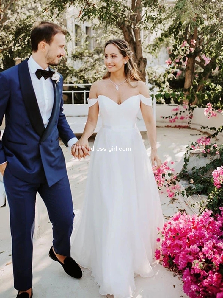 10 Wedding Dresses Perfect for Spring
