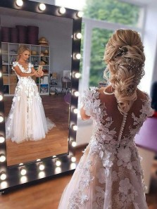 Elegant A-Line Round Neck Cap Sleeves Tulle Wedding Dresses with Appliques Handmade Flowers Bridal Gowns