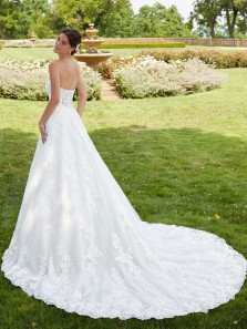 Charming A-Line Strapless White Lace Wedding Dresses with Train