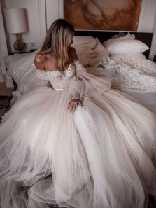 Ball Gown Off the Shoulder Long Sleeved Ivory Tulle Wedding Dresses with Appliques