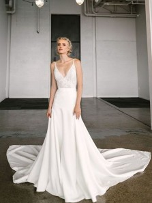 Elegant A-Line V Neck Spaghetti Straps Open Back White Wedding Dresses with Lace