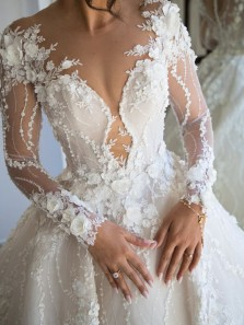 Luxurious Ball Gown Round Neck Long Sleeve White Lace Wedding Dresses