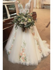 Princess Ball Gown V Neck Open Back White Tulle Handmade Flowers Appliques Wedding Dresses