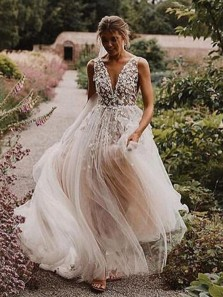 Romantic A-Line Open Back Ivory Tulle Wedding Dresses with Appliques
