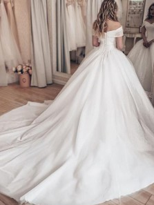 Luxurious Ball Gown Off the Shoulder Lace-up Back White Tulle Wedding Dresses with Beading