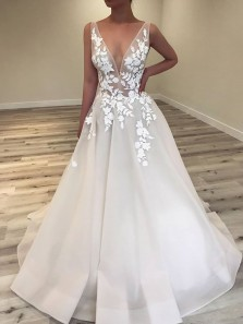 Elegant A-Line V Neck Open Back White Organza Wedding Dresses with Lace