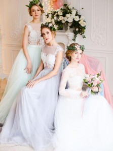 Charming A-Line Jewel Short Sleeve White Tulle Long Bridesmaid Dresses with Lace