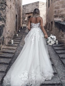 Romantic Sweetheart A-Line White Wedding Dresses with Train,3D Flower Applique Wedding Gown DG8015