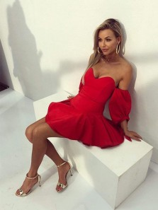 Pretty A-Line Sweetheart Off the Shoulder Red Short Homecoming Dresses
