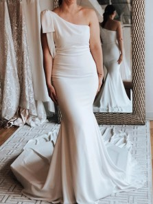 Charming Mermaid One Shoulder Ivory Soft Satin Wedding Dresses with Bow