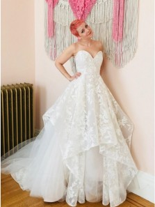 Stunning A-Line Sweetheart White Tulle Wedding Dresses with Lace Appliques
