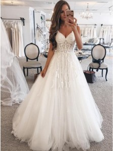Elegant A-Line Spaghetti Straps Sweep Train White Tulle Wedding Dress Bridal Gown with Appliques