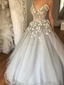 Luxurious Custom Made Spaghetti Straps Ball Gown Light Grey Tulle Appliques Wedding Dress with Beading