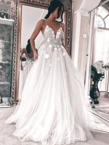 Elegant A Line V Neck Spaghetti Straps White Tulle Wedding Dress with Applique