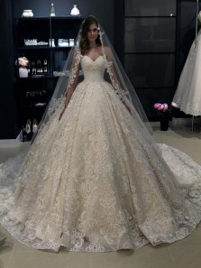 Exquisite Ball Gown Sweetheart Ivory Lace Wedding Dresses