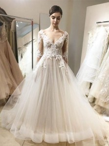 Vintage A-line V Neck Long Sleeve White Tulle Wedding Dresses with Lace