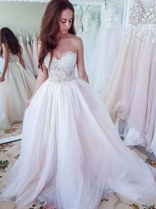 Charming A-Line Sweetheart Lace Up White Tulle Long Wedding Dresses with Appliques