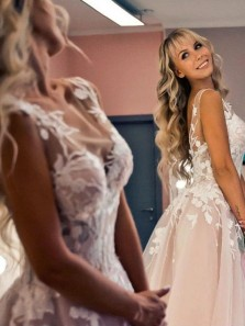 Gorgeous Ball Gown Round Neck Open Back Ivory Tulle Lace Wedding Dresses with Train