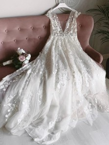 Modern A-Line V Neck Open Back Lace Beach Wedding Dresses with Train