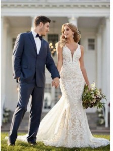 Gorgeous Mermaid V Neck Open Back White Lace Wedding Dresses with Train