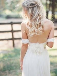 Gorgeous A-Line Off the Shoulder Backless White Wedding Dresses,Princess Beach Wedding Gown DG0925002