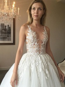 Gorgeous A-line White Long Lace Appliques Tulle Wedding Dress
