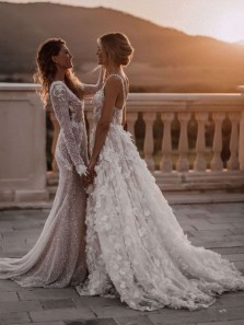 Fairy A-Line Scoop Neck Open Back Straps White Lace Appliques Wedding Dresses with Train