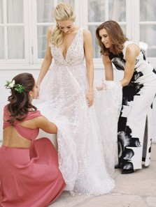 Romantic A-Line Deep V Neck Backless White Tulle Wedding Dresses with Appliques