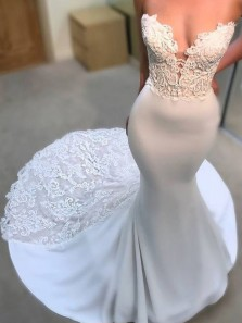 2018 Latest Popular V Neck Court Train Lace Mermaid White Wedding Dress with Applique