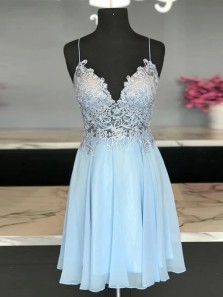 Stylish A-Line V Neck Spaghetti Straps Sky Blue Chiffon Short Homecoming Dresses with Appliques
