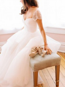 Gorgeous A-Line Sweetheart Open Back Cap Sleeve White Tulle Wedding Dresses with Beading