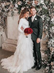 Romantic A-Line Long Sleeve V Back White Tulle Wedding Dresses