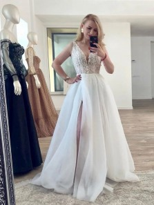 Exquisite A-Line V Neck White Tulle Wedding Dresses with Appliques and Split