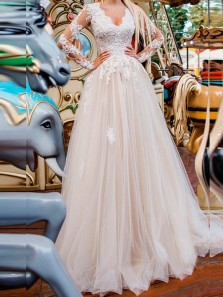 Gorgeous A-Line V Neck Long Sleeve Ivory Tulle Wedding Dresses with Appliques