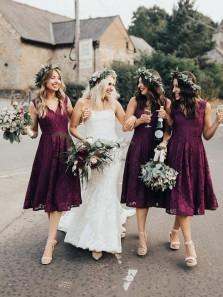 Charming A-Line V Neck Below Knee Length Burgundy Lace Bridesmaid Dresses,Short Wedding Party Dresses