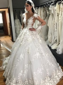 Luxurious A-Line Round Neck Long Sleeve White Tulle Wedding Dresses with Lace